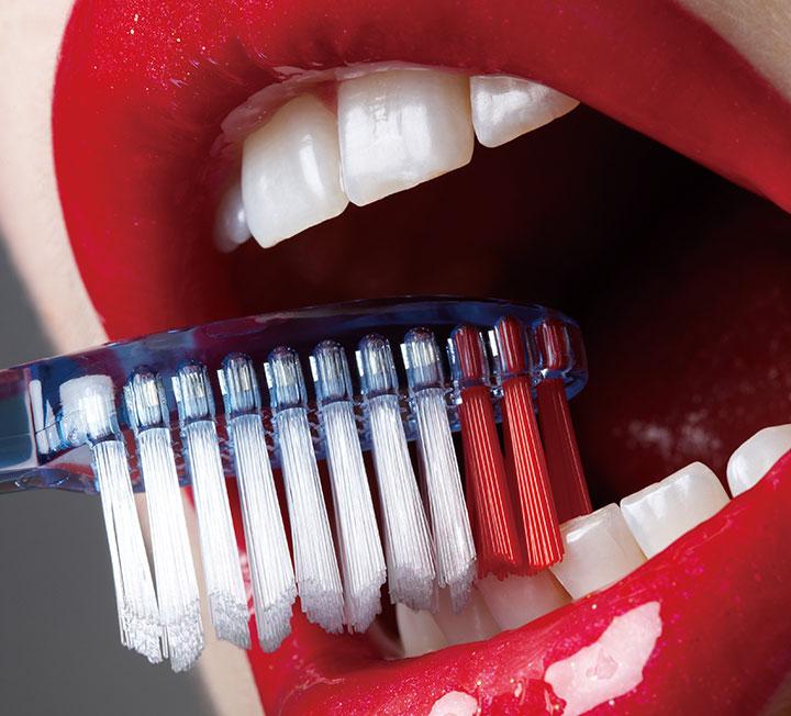눈부셔! 하얗고 고른 치아 만들기