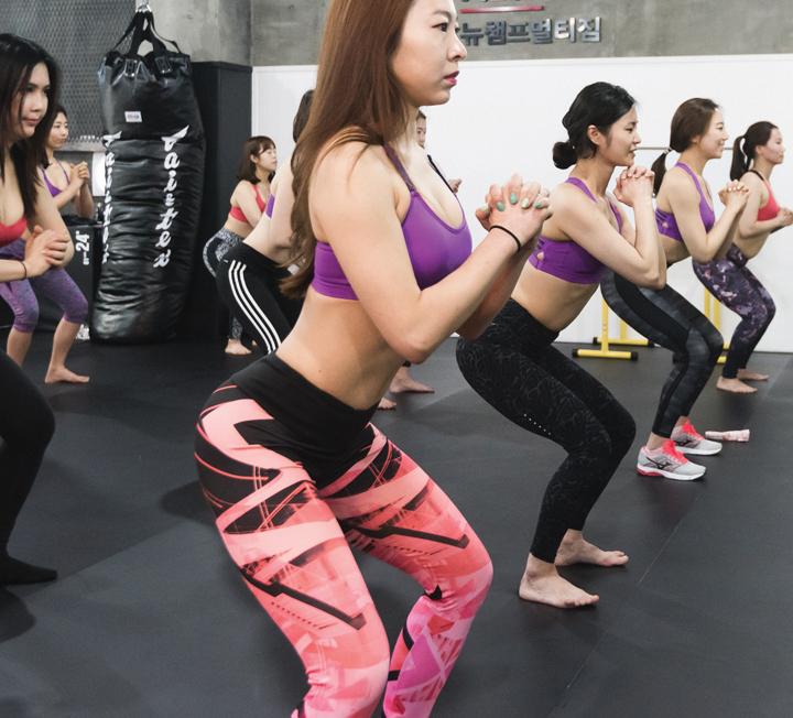 체력을 길러줄 스쿼트 운동