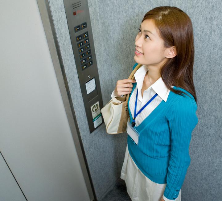 엘리베이터에서 상사를 마주쳤을 때