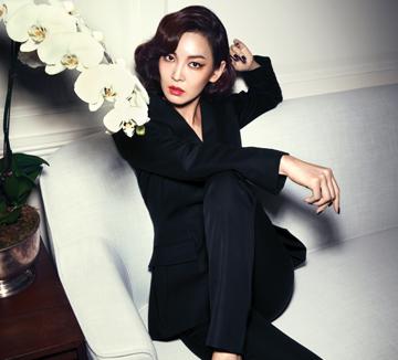섹시한 커리어우먼으로 변신한 김소연