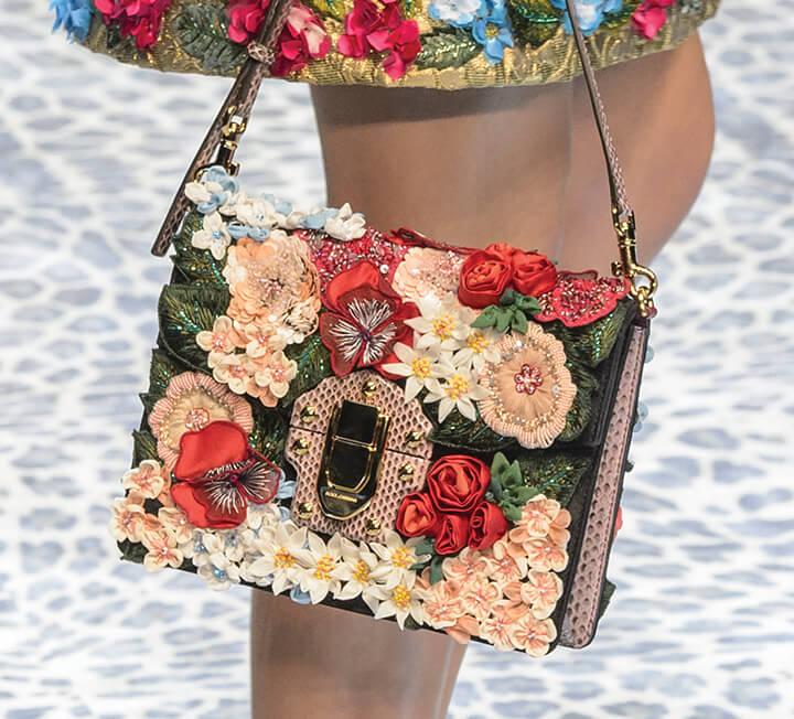 데이트 룩 꽃무늬 아이템