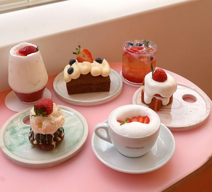 딸기 덕후를 위한 카페