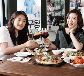 배우 박희본과 에디터의 단골 술집 탐방기