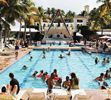 에디터, 지구 반대편 푸에르토리코에서 파티를 즐기다