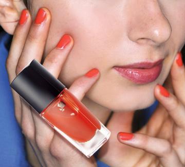 뜨거운 여름을 더욱 화끈하게 보내기 위해 당신이 꼭 알아야 할 오렌지 컬러 활용 예. ::오렌지, 컬러, 뜨거운여름, 연출, 메이크업, 립, 네일, 새도우, 블러셔, 코스모폴리탄, COSMOPOLITAN