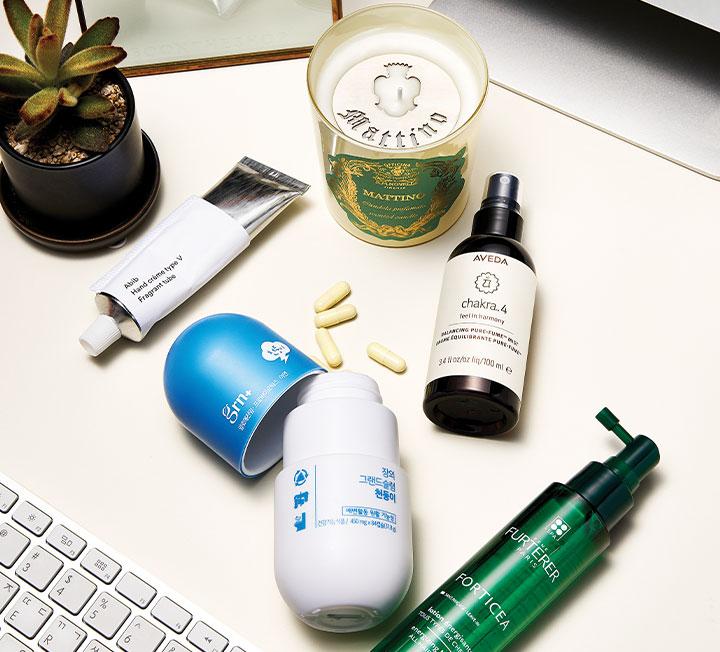흐트러짐 없는 오피스 뷰티를 위해 에디터들이 책상에 두는 리얼 워크메틱(Work+Cosmetic) 제품들을 포착했다. ::뷰티, 뷰티아이템, 오피스뷰티, 워크메틱, 피부건조, 피부건강, 뷰티팁, 보습, 스킨케어, 코스모폴리탄, COSMOPOLITAN