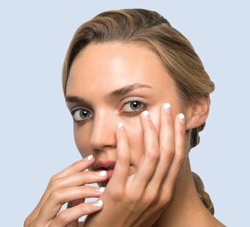 젤 네일 전용 리무버를 사용해 자극 없이 벗겨낸다 하더라도 이후 손톱이 건조해지는 것을 막을 방법은 없다. 단, 젤 네일 제거 후 다음의 3단계 애프터 케어를 한다면 건조함을 빠르게 완화시킬 수는 있다. 건강한 손톱을 위해 오늘부터 당장 시작하도록!