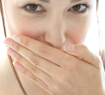 손톱을 보면 건강 상태를 알 수 있다. 미국 건강 정보지 <프리벤션>이 손톱 상태에 따른 건강 솔루션을 제시했다.::손톱, 건강, 결핍, 무리, 다이어트, 피로, 영양, 코스모폴리탄, COSMOPOLITAN