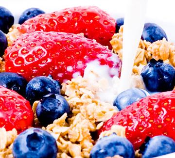자신의 몸을 보고 마음이 조급해진 당신을 위해 준비했다. 당신의 다이어트를 도와줄 7가지 효자 음식은 무엇?::건강, 다이어트, 식이요법, 음식, 헬스, 살, 음식, 브로콜리, 콩, 닭고기, 고추, 녹차, 코스모폴리탄, COSMOPOLITAN