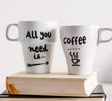 '커피 마실까?' 고민하다가 '에이~ 아니야!' 하고 참아본 경험은 누구나 있을 것이다. 하지만 더 이상 커피를 참지 말자! 여기 우리가 몰랐던 커피의 신박한 효능이 있다.::커피, 이로움, 카페인, 라떼, 효능, 당뇨병, 신진대사, 심장, 암 예방, 파킨슨 병, 우울증, 코스모폴리탄, COSMOPOLITAN