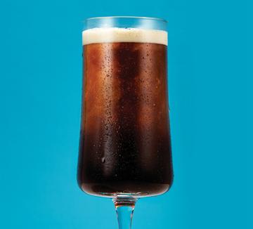 커피를 그저 맛과 향만 고려해 선택하는가? 건강을 생각하는 당신이라면 알아야 할 커피 종류별 장단점을 <물로 10년 더 건강하게 사는 법>의 저자인 강남베스트의원 이승남 원장이 조언했다.::커피, 건강, 아메리카노, 콜드브루, 라떼, 프라페, 소화, 피부, 우유, 카페인, 관리, 몸, 코스모폴리탄, COSMOPOLITAN