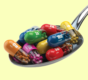 건강 보조 식품에 대한 많은 연구는 영양제 복용이 돈 낭비에 불과하거나 심지어 위험할 수도 있다고 주장한다. 최근 FDA(미국식품의약국)는 일부 멀티비타민 제품이 정량을 제한하지 않거나 성분의 위험성을 제대로 확인하지 않았다는 사실을 발표했다. 멀티비타민은 과연 건강에 이로울까? 전문가들과 함께 파헤쳐본 비타민의 진실. ::비타민, 보조식품, 영양제, 위험성, 진실, 코스모폴리탄, COSMOPOLITAN