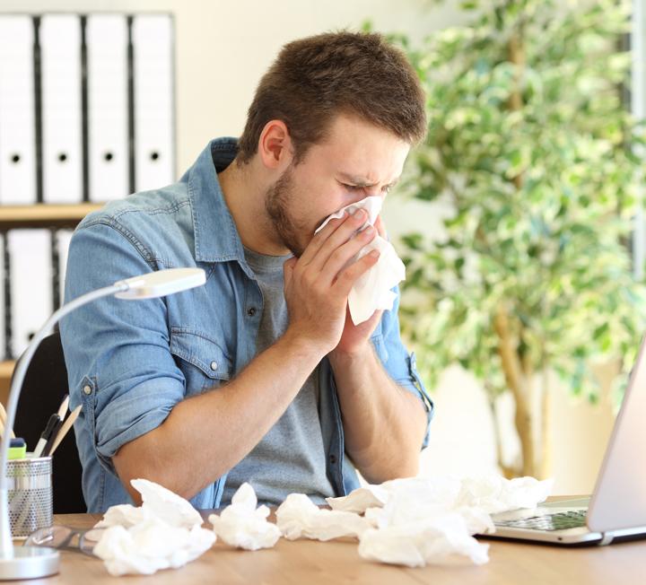 어렵게 취업해 열심히 일만 했을 뿐인데, 온몸이 아프다. 머리, 어깨, 무릎, 발 등 안 아픈 곳이 없는 오피스 걸을 위해 헬스 리포트를 준비했다. ::냉방병, 여름, 에어컨, 면역력, 질병, 감기, 코스모폴리탄, COSMOPOLITAN