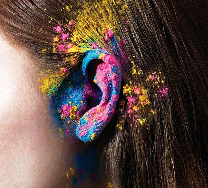 주위를 둘러보면 잘 듣지 못하는 사람이 많다. 문제는 이들이 사오정으로 태어나 못 듣는 게 아니라, 잘못된 생활 습관으로 인해 청각 기능에 이상이 생겼을 확률이 높다는 것. 이번 기사를 통해 당신도 혹시 난청은 아닌지 확인해보자. ::난청, 청각, 기능, 이어폰, 헤드폰, 코스모폴리탄, COSMOPOLITAN