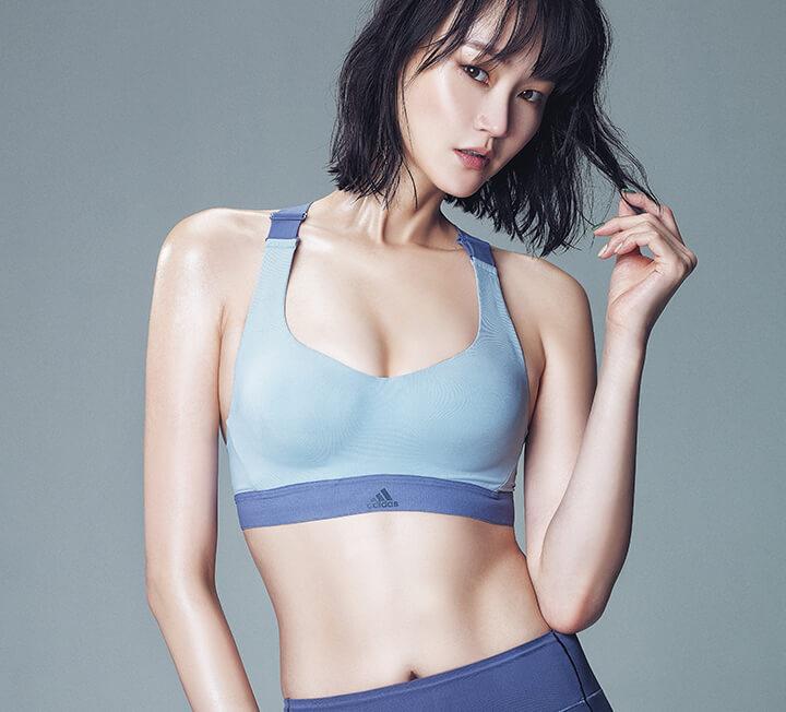 늘씬한 몸매를 지닌 모델의 운동법이 궁금했다면? 톱 모델 이혜정이 앞으로 코스모의 보디 멘토로서 낱낱이 비밀을 파헤쳐줄 테니 주목할 것.