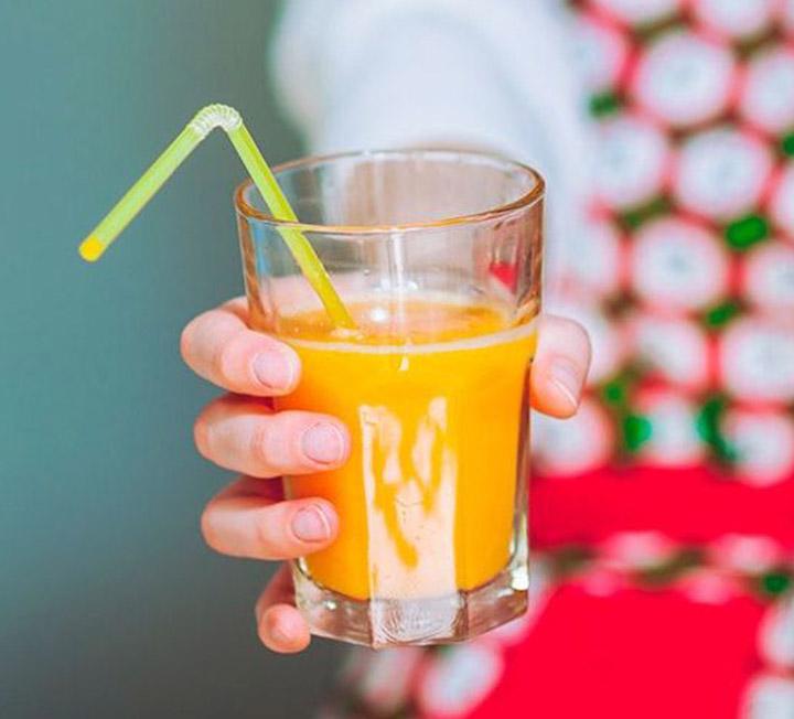 건강해지고 싶다면 이 음료들은 피해야 한다. 살을 빼고 싶다면 더더욱! ::음료수, 다이어트, 비타민 워터, 콜라, 스무디, 카페, 견과류, 헬스, 코스모폴리탄, COSMOPOLITAN