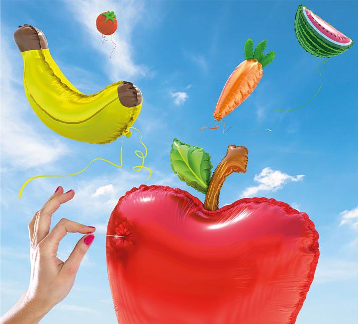 다이어트에 빠지면 항간에 떠도는 건강 정보를 줄줄 꿰게 된다. 당신이 잘못된 건강관리법으로 시간을 허비하기 전에 말해야겠다. 지금까지 당신이 굳게 믿었던 그 상식이, 사실은 진실이 아니라는 것을 말이다. ::건강, 헬스, 바디, 다이어트, 건강상식, 건강관리, 칼로리, 코스모폴리탄, COSMOPOLITAN