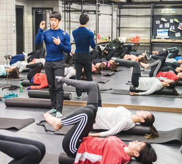 코스모 보디 프렌즈의 두 번째 미션은 코어 근육을 강화하는 것이다. 마이베이스 서울에서 펼쳐진 코어 트레이닝 현장을 코스모가 찾아가봤다.
