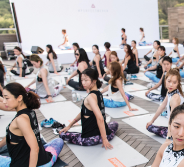 보디 프렌즈의 일곱 번째 운동은 몸 전체의 밸런스를 유지하고, 척추 측만, 복부 비만 등 현대인의 각종 질환을 예방하는 가장 효과적인 운동, 바로 코어 트레이닝이다.::보디 프렌즈. 다이어트, 코어 트레이닝, 요가, 뷰티, 건강, 헬스, 요요, 비키니, 코스모폴리탄, COSMOPOLITAN