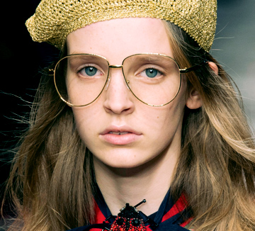 <응답하라 1988> 속 성보라의 금테 안경부터 시간이 지나도 멋스러운 뿔테 안경까지, 레트로 분위기를 더해주는 안경들! 이것 참 반갑구만, 반가워요!