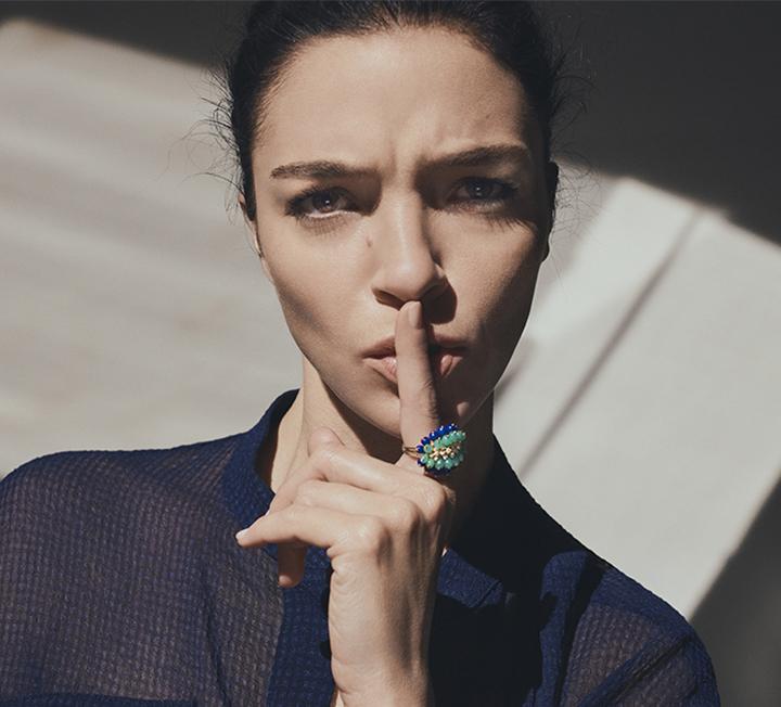 선인장의 자유분방함과 신비로운 아름다움이 공존하는 칵투스 드 까르띠에 컬렉션이 더욱 다채로운 매력의 새로운 모델들을 공개했다. 한편의 매혹적인 조각 작품 같은 이번 컬렉션은 독특하고 다양한 디자인으로 여성들에게 특별한 매력을 선사한다.::Cartier, 까르띠에, 칵투스드까르띠에, 주얼리, 패션, 코스모폴리탄, COSMOPOLITAN::