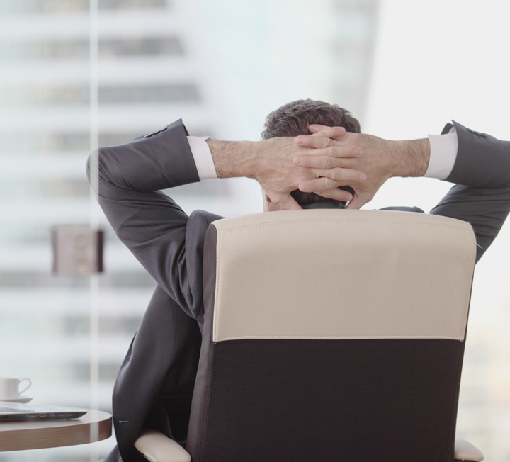 전직을 꿈꾸고 있는 당신을 위해 '커리어웨이' 대표이자 <취업타파>의 저자인 박우식 커리어 컨설턴트가 전직에 필요한 4가지 팁을 알려줬다. ::직업, 전직, 취업, 커리어, 조언, 열정, 관심사, 능력, 코스모폴리탄, COSMOPOLITAN