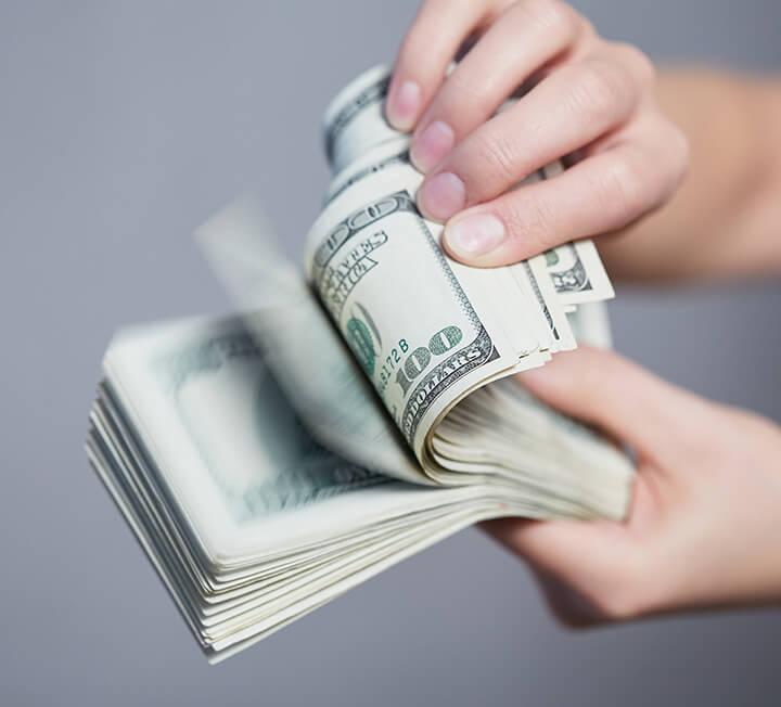 한 취업 사이트의 조사에 따르면 '시발·멍청·쓸쓸 비용'을 써본 사람이 응답자의 71%였으며, 연간 평균 60만원을 지출한다고 답했다. 코스모 독자들이 창피함을 무릅쓰고 자신이 썼던 시발·쓸쓸·멍청 비용을 털어놓았다. 당신도 이렇다면 반성하자. ::쓸쓸비용, 지출, 소모, 비용, 반성, 경제, 조언, 재테크, 팁, 코스모폴리탄, COSMOPOLITAN