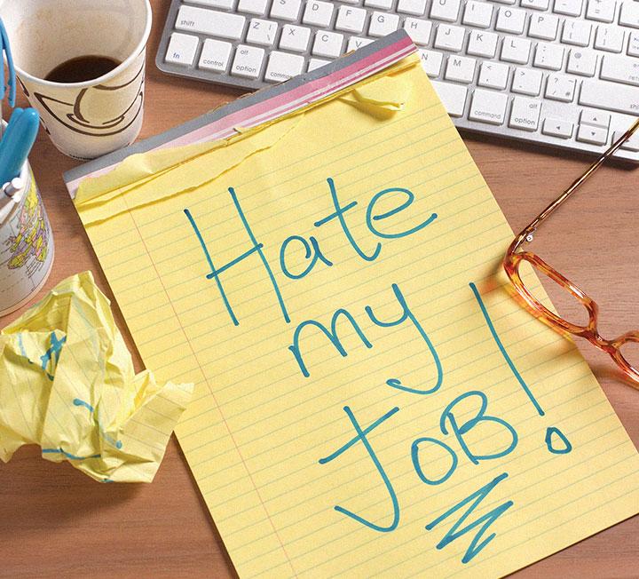 취준생일 때는 그토록 간절했던 입사! 그러나 막상 직장인이 되고 보니 행복하지 않은가? 내 불행의 8할은 회사 때문이라고 느끼는가? 어쩌면 영원히 '애증의 관계'가 될 회사를 덜 미워할 수 있는 방법, 코스모가 제안한다. ::회사, 회사생활, 직장인, 직장, 커리어팁, 커리어, 비즈니스, 코스모폴리탄, COSMOPOLITAN::