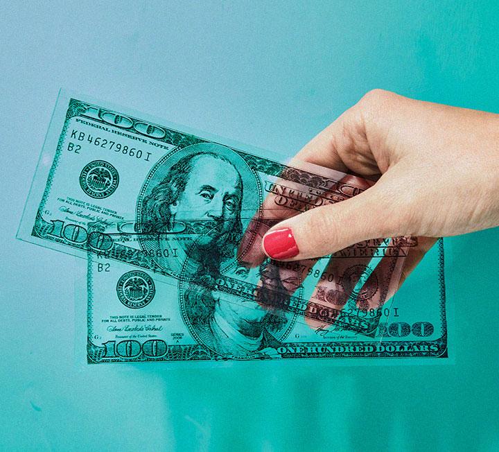 새로운 부동산 정책과 대출 금리 인상 소식이 들리는 지금, '빚테크'라는 말은 여전히 유효할까? 지금 우리에게 빚은 독이 될까, 득이 될까? 빚에 대한 비슷한 듯 다른 시각. ::빚, 부동산정책, 대출금리, 빚테크, 돈, 재테크, 코스모폴리탄, COSMOPOLITAN::