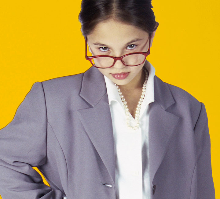 이 기사는 '젊은 보스가 되는 법'에 관한 팁이 아니다. 이미 자신의 비즈니스를 시작한 젊은 리더에겐 넘어야 할 산이 첩첩이다. 코스모가 월급이라는 달콤한 울타리를 벗어나 개척자의 길에 들어선 '밀레니얼 보스'를 위해 전문가들과 함께 실전 리더십 가이드를 정리했다. ::밀레니얼, 회사, 커리어, 직장, 리더십, 리더, 실무, 비즈니스, 커리어팁, 업무능력, 코스모폴리탄, COSMOPOLITAN