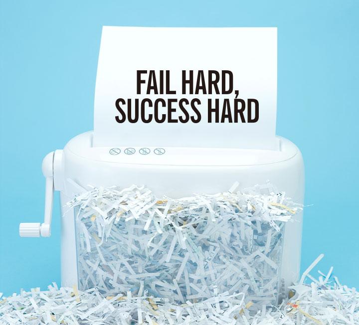 오글거리는 셀프 칭찬으로 가득한 '자소설'의 시대는 지났다. 내로라하는 기업을 이끄는 최고 경영자와 핫한 벤처기업의 창업자들 역시 화려한 실패 이력을 자랑한다는 사실. 각자 업계에서 톱을 달리는 세 여성의 적나라한 실패담을 공개한다. ::커리어, 커리어팁, 비즈니스, 직장생활, 회사, 창업자, CEO, 코스모폴리탄, COSMOPOLITAN