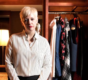스타일 좋은 커리어 우먼들이 애용하는 온라인 쇼핑몰 샵밥. 그 중심엔 CEO, 다시 페닉(Darcy Penick)이 있다. 지난 달, 한국을 방문한 그녀에게 하루가 다르게 변화하는 온라인 쇼핑의 세계, 그리고 그녀의 커리어와 비즈니스 스타일링에 대한 이야기를 들어봤다.
