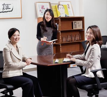 변호사, 경찰공무원을 거쳐 제19대 국회의원으로 활동하는 국민의당 권은희 의원. 20대 총선에서 현재 지역구인 광주 광산구 의원에 다시 한 번 도전하는 그녀를 만났다.