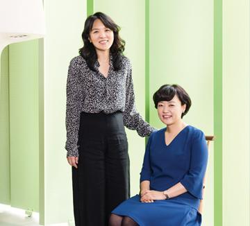남성 재직 비율이 압도적으로 높은 IT 산업 분야에서 여성이 오랜 시간 커리어를 지속하기란 만만치 않다. 무수한 장벽을 뚫고 대한민국을 대표하는 IT 기업 네이버의 서비스 총괄 수장에 오른 한성숙 부사장을 만났다. 그녀가 전하는 한국 IT업계에 여성이 필요한 이유, 그리고 경쟁력을 갖추기 위해 기억해야 할 밀도 높은 조언.::혁신, 커리어, 멘토, 조언, 성공, IT, IT산업, 네이버, 한성숙, 한성숙 부사장, Naver, 여성 임원, 여성, 우먼 파워, 미래, 진로, 조직, 개발, 코스모폴리탄, COSMOPOLITAN
