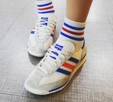 진정한 멋쟁이는 발끝에서 차이 나는 법! 종강을 앞두고 그 어느 때보다 바삐 캠퍼스를 누비는 서울여대생들의 인스타그램 신발 샷을 담아봤다. 요즘 그녀들이 즐겨 신는 신발은 과연 무엇? ::슈스타그램, 슈즈, 여름샌들, 샌들, 스니커즈, 슬리퍼, 운동화, 글래디에이터, 커플, 하이힐, 코스모캠퍼스