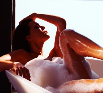 여성청결제는 반드시 사용해야 한다? 아니다? 미지의 영역인 여성청결제에 대한 궁금증을 코캠이 속 시원하게 해결했다. ::여성청결제, 외음부, 질, 분비물, 냄새, 유익균, 약산성, PH, 화학성분, 코스모 캠퍼스