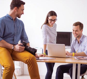 세 명의 자소서 전문 컨설턴트가 이야기하는 가장 중요한 키워드는 무엇일까? 바로 구체적으로 쓰고, 가독성을 높이고, 유의미한 경험으로 내용을 채우는 것! ::자소서, 첨삭, 가이드, 취준생, 취업, 컨설팅, 질문, 인사담당, 신입, 지원, 디테일, 기업분석, 역량, 가치관, 구체적, 경험, 인턴, 소제목, 코스모 캠퍼스