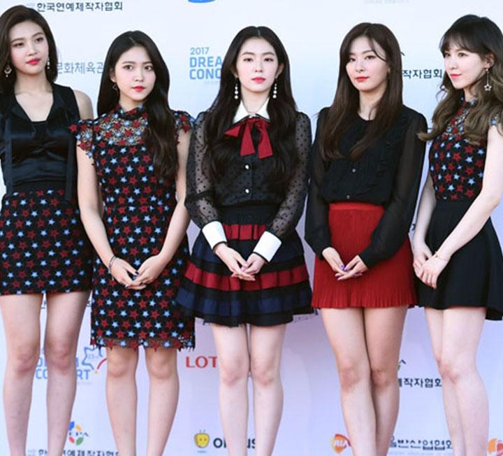 최초로 평양 무대에 선 아이돌은 누구일까? 90년대부터 지금까지 평양 무대에 섰던 아이돌, 그리고 북한 관객의 반응은?