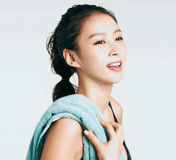 김정민은 이제 몸을 가꾸기 위해 꾸준히 운동하고 건강한 먹거리를 찾는 차원을 넘어, 몸에 대해 집중적으로 공부하며 운동을 하는 고수가 되었다. 보디 멘토로 거듭난 그녀의 남다른 운동법.