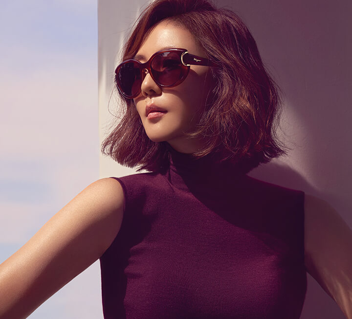 오랜만에 베트남 다낭으로 혼자만의 여행을 떠난 배우 김남주. 자신만의 스타일을 꾸준히 유지하는 그녀의 아름다움은 점점 더 깊어진다.