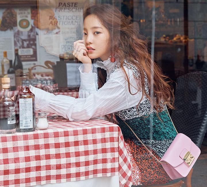 오랜만에 만난 구하라는 몰라보게 예뻐졌으며 훌쩍 성장한 모습이었다. 매 순간이 아름다운 그녀와 함께한 밀라노에서의 달콤했던 나날들.
