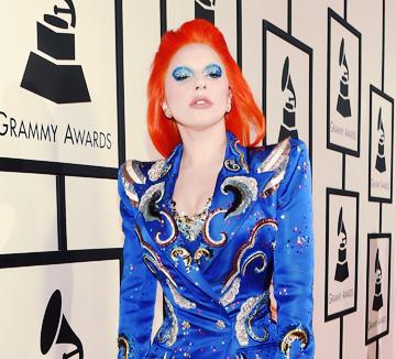 지난 2월 15일, 미국 로스앤젤레스에서 열린 음악 축제 그래미 어워드! 화끈한 축제의 열기만큼이나 화려했던 셀렙들의 드레스를 공개한다.