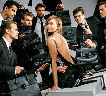 속속 공개되고 있는 2016년 F/W 시즌의 광고 캠페인들. 광고를 보면 요즘 뜨는 사진가, 핫한 인물, 떠오르는 스타일 키워드 등 패션계의 모든 트렌드를 알 수 있다. ::광고, 트렌드, 캠페인, 스타일, 키워드, 패션계, 미우미우, 켈빈클라인, 베르사체, MIU MIU, Calvin Klein, VERSACE, 코스모폴리탄, COSMOPOLITAN