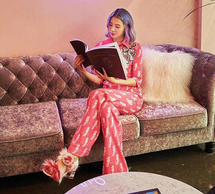 모델로 활동을 시작해 이제는 1백만 명의 팔로어를 지닌 파워 인플루언서로 자리 잡은 아이린. 그녀가 서울에서 보내는 일상의 순간부터 파리 패션 위크 기간의 특별했던 시간들까지 코스모가 함께했다. ::파리, 패션위크, 아이린, 파워인플루언서, 모델, 하이스튜디오, 코스모폴리탄, COSMOPOLITAN
