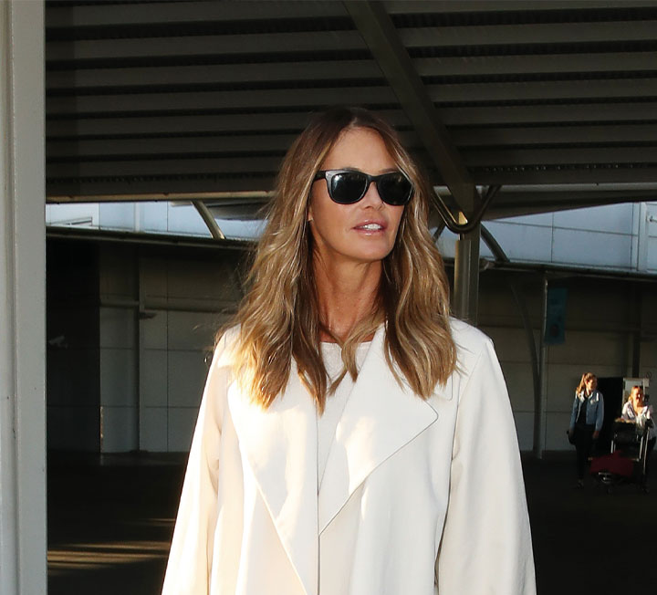 지금이 바로 떠나야 할 때! 부스스한 머리에 눈곱만 떼고 떠나는 새벽 비행기에서도 세련된 스타일을 유지할 수 있는 방법을 셀렙들의 공항 패션에서 찾았다. ::패션, 스타일, 스타일링, 셀렙, 공항패션, 코스모폴리탄, COSMOPOLITAN
