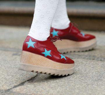 또각또각 혹은 뚜벅뚜벅! 슈즈 형태에 따라 달라지는 발자국 소리. ::신발, 구두, 힐, 하이힐, 플랫폼, 부츠, 코스모폴리탄, COSMOPOLITAN
