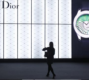 매년 3월, 전세계 시계 종사자들은 스위스의 작은 도시 바젤로 향한다. 바로 전세계 가장 큰 규모의 시계 박람회, 바젤월드에 참여하기 위해서! 올해 바젤월드를 통해서 어떤 시계들이 새롭게 선보여졌는지 궁금하다면 지금 클릭!::바젤월드, 시계, 에르메스, 명품, 롤렉스, 코스모폴리탄, COSMOPOLITAN