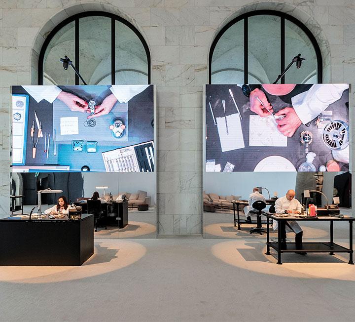 펜디 타임피스의 새로운 컬렉션, 포에버 펜디를 로마에서 만났다. 클래식함과 모던을 아우르는 포에버 펜디는 브랜드의 과거와 미래가 그대로 담겨 있다. 마치 로마처럼! ::펜디, 와치, 시계, 포에버펜디, 펜디컬렉션, 코스모폴리탄, COSMOPOLITAN