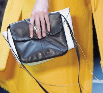 ::패션, 가방, 트렌드. 1+1, 백, 세컨 백, 백팩, 동전 가방, 더블 백, 셀린느, 로에베, 코스모폴리탄, COSMOPOLITAN