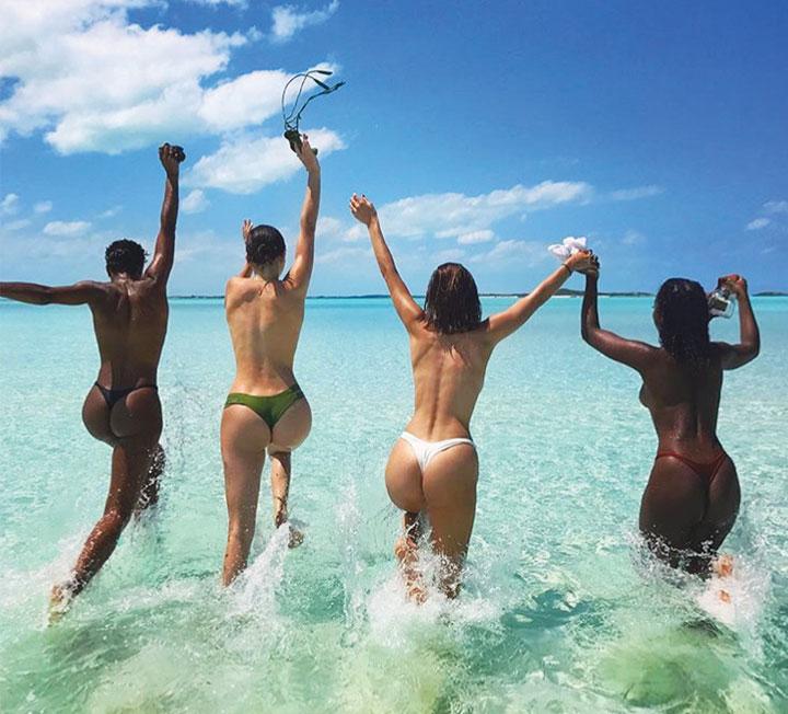 비현실적인 몸매를 지닌 셀렙부터 매력적인 수영복 스타일을 선보이는 패션 인플루언서들까지, SNS를 뜨겁게 달군 수영복 스타일을 알아봤다. 그녀들이 택한 올해의 수영복은?::수영복, 스윔수트, 셀럽, 패션, 코스모폴리탄, COSMOPOLITAN::